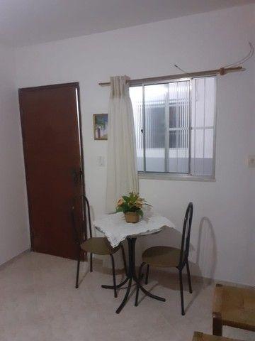 Quitinete excelente localização em Itapuã, mobiliado, garagem, pronto para morar. - Foto 3