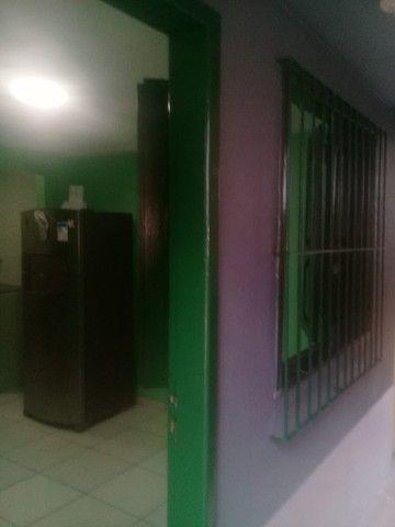Casa com varanda, 2 quartos e outros no Guamá