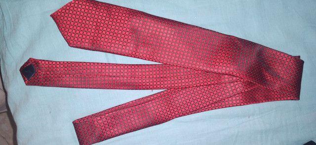 gravata de tipo classico vermelha com lenço - Foto 2