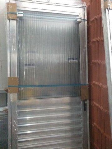 porta alumínio veneziana com vidro 210x 80