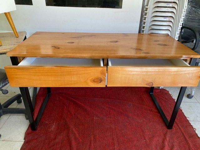 Mesa escrivaninha com gavetas  - Foto 2