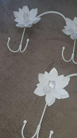 Chapeleiro flores metal - leia todo o anúncio