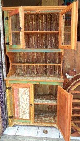 arca com oratória em madeira de demolição ótimo acabamento.