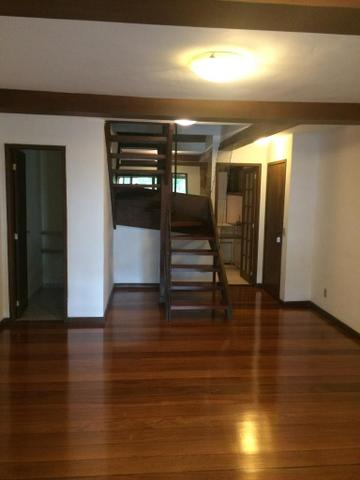 Alugo apartamento triplex em Itaipava