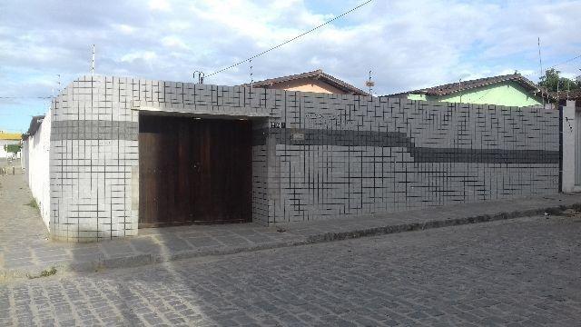 Casa com boa localização(entre o Dist mecân e Dist industrial