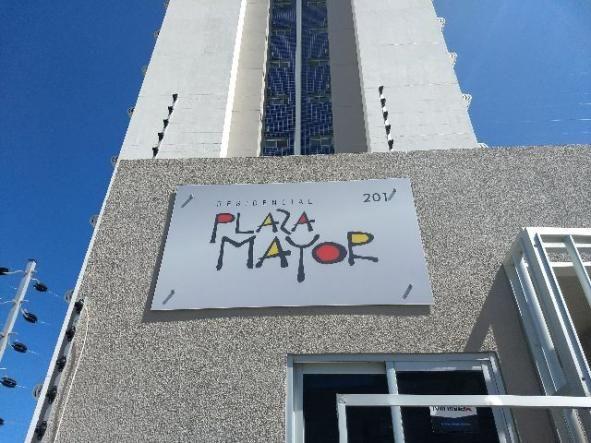 Alug Apartamento 2/4 no Edifício Plaza Mayor no Farol