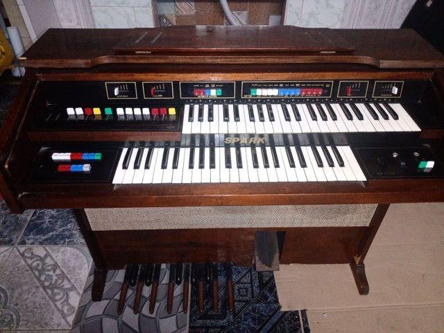 Piano antigo órgão eletrônico