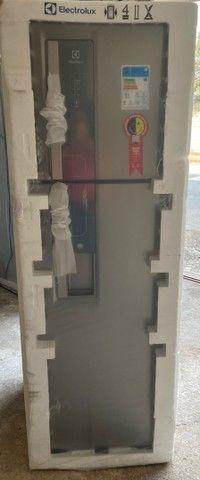 Refrigerador Eletrolux 382 litros inox com dispensor de água ?  - Foto 5