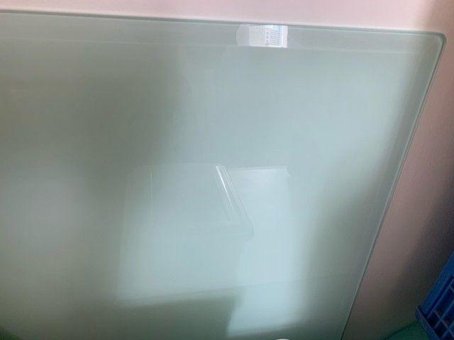 Mesa tampo serigrafado com bisotê