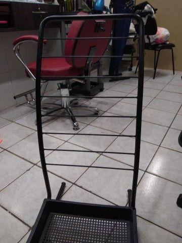 revisteiro e cadeira de manicure