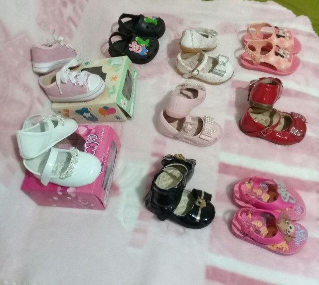 Lote menina 9 pares calçados número 18 - Foto 4