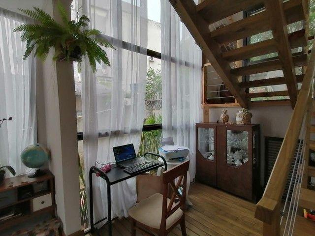 Casa à venda com 3 quartos no bairro Coqueiros em Florianópolis.