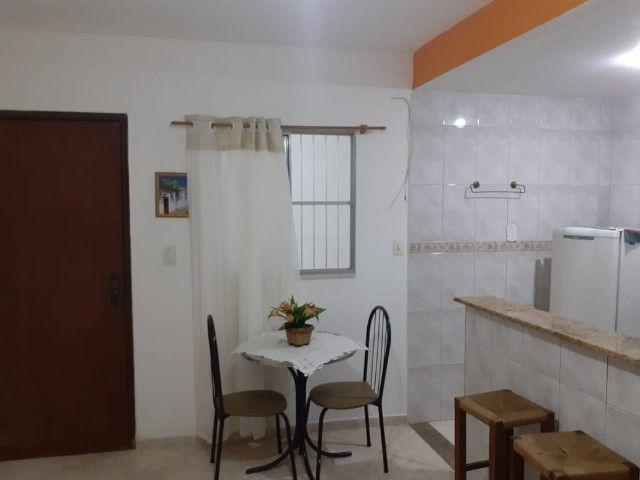 Quitinete excelente localização em Itapuã, mobiliado, garagem, pronto para morar.