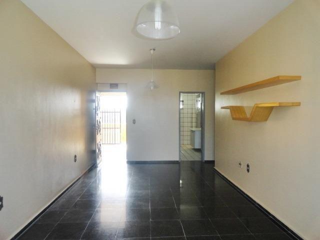 Apartamento com 3 Quartos para Alugar, 130 m² por R$ 800/Mês - Foto 4