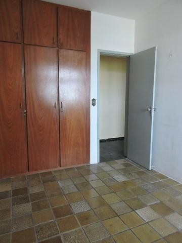 Apartamento com 3 Quartos para Alugar, 130 m² por R$ 800/Mês - Foto 9