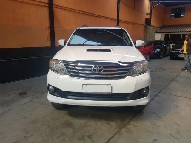 Hilux SW4 SRV 7 Lugares 4x4 automatica Diesel - Foto 4