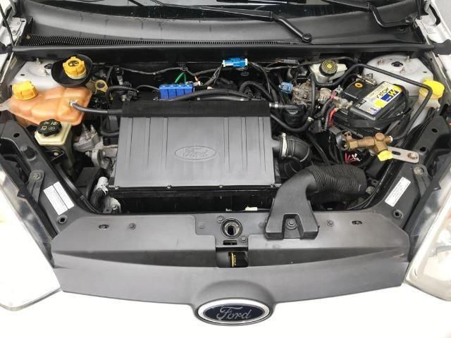 Ford Fiesta Hatch 1.6 Completo e Bem Conservado - Foto 9