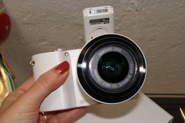 Câmera Digital Samsung Smart NX1000 - Mirroless