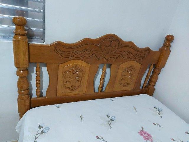Cama de casal, madeira maciça.
