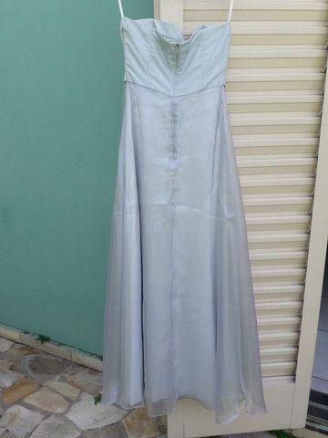 Vestido de festa azul claro com flores bordadas - Foto 6