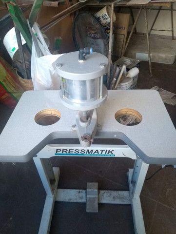 Máquina de pregar botão (botoneira) pressurizada Pressmatik