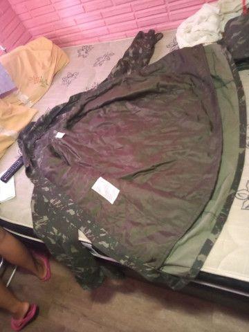 Roupas camufladas, macacão e casaco  - Foto 2