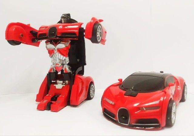 mini carro que se transforma em robo