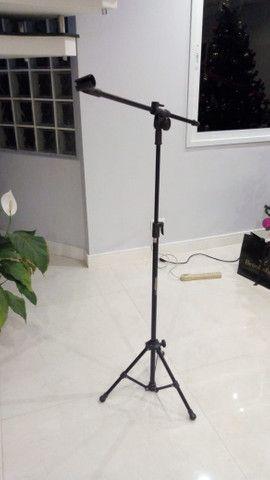 Suporte pedestal para microfone com tripé