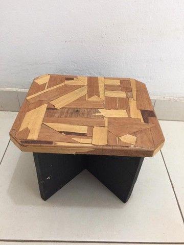 Mini banco de madeira em marchetaria - Foto 2