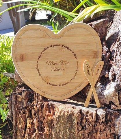 Tábua de Corte em Bambu de Coração Personalizada - Foto 4