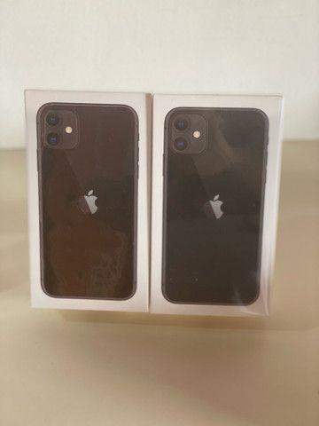 iPhone 11(preto,vermelho e branco ) 64gb novo, lacrado $4099,00 a vista !! - Foto 2