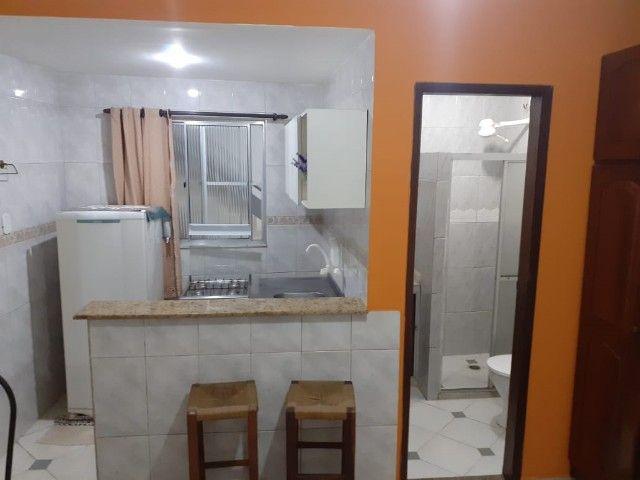 Quitinete excelente localização em Itapuã, mobiliado, garagem, pronto para morar. - Foto 4