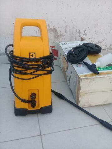 Vendo lava jato Electrolux seminovo pouco usado em perfeito estado potência 1600