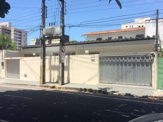 Casa para venda tem 544 metros quadrados com 7 quartos em Joaquim Távora - Fortaleza - CE