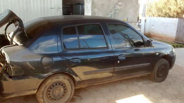 Renault Clio sedã batido - Foto 4