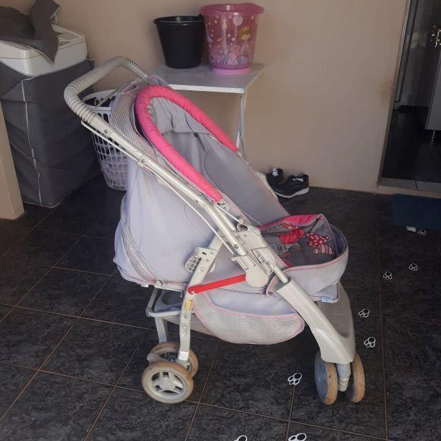 Carrinho de bebê e Berço portátil - Foto 2