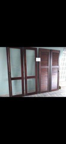 Vendo portas e janelas de madeira com vidros