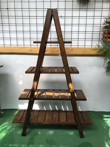 Estante triangular de madeira  - Foto 2