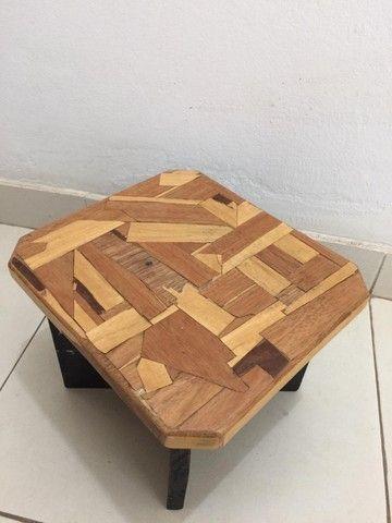 Mini banco de madeira em marchetaria
