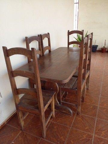 Mesa de madeira com 8 cadeiras - Foto 4