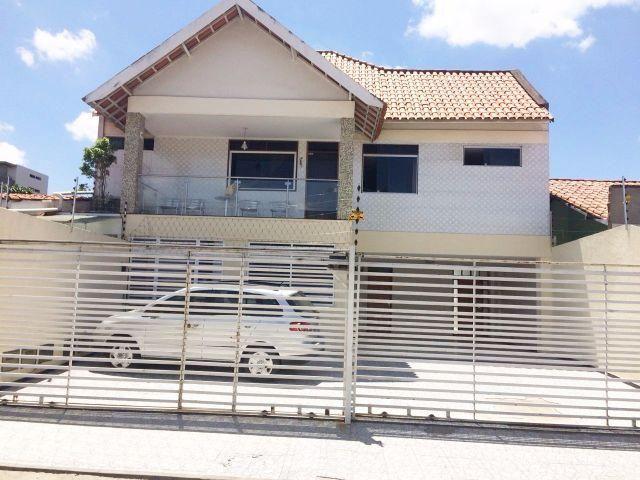 Casa Mobiliada no Catolé, 03 Quartos (sendo 2 suítes)