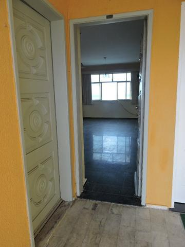 Apartamento com 3 Quartos para Alugar, 130 m² por R$ 800/Mês - Foto 2