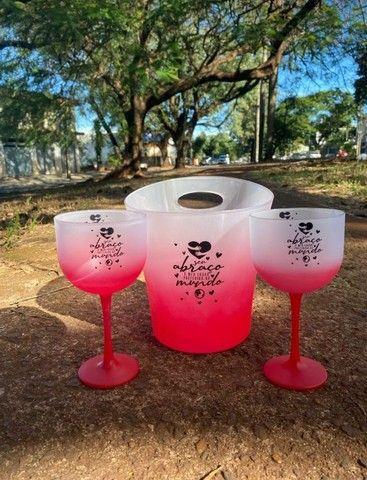 Copos personalizados: 02 taças de gin 600ml degradê+balde degradê personalizados   - Foto 4