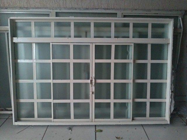 Janela com vidros usada