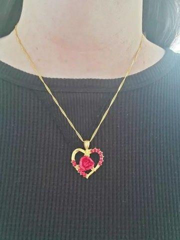 Colar/gargantilha coração rosa vermelha