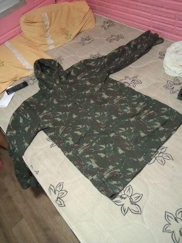 Roupas camufladas, macacão e casaco  - Foto 3