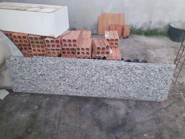 Baixou Pia e balcao granito cinza andorinha - Foto 3
