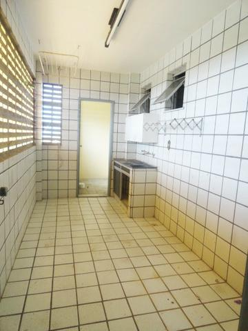 Apartamento com 3 Quartos para Alugar, 130 m² por R$ 800/Mês - Foto 18