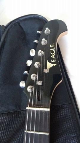 Guitarra Eagle STS 002 + Case - Foto 2
