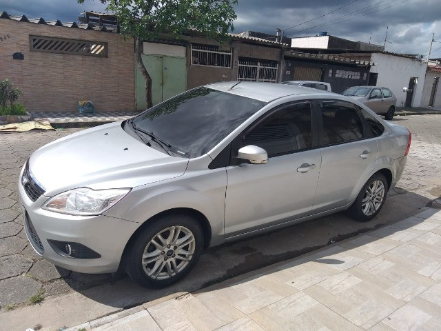 Ford Focus Sedan 2.0 GLX completo revisado